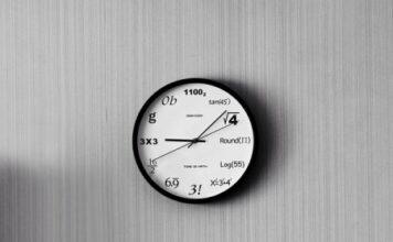 Nowoczesny zegar ścienny